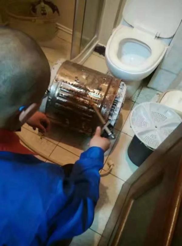 服务流程及标准  1,清洗原理:通过专用洗衣机清洗剂