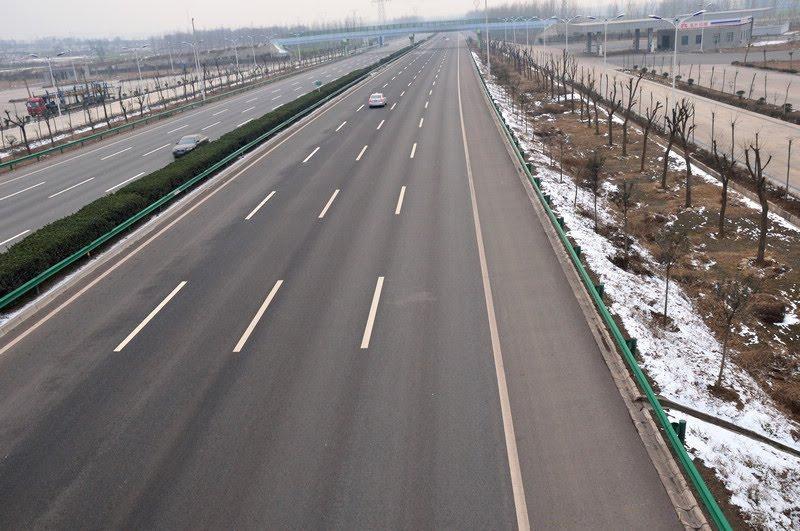 连霍高速(扶沟---泰康)-- 河南省豪来市政园林工程有限公司