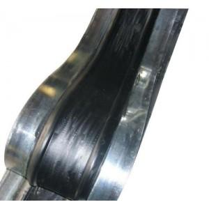 钢边止水带的中间橡胶体在结构变形时拉伸变形而起到密封止水作用