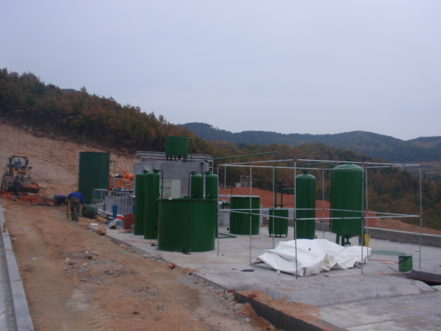 四川厂家直销环保污泥污水处理成套设备-- 山东润华环保设备公司